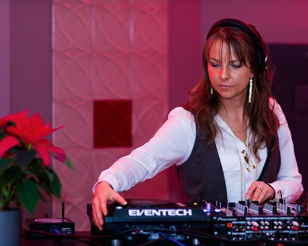 DJ Miss Savi
