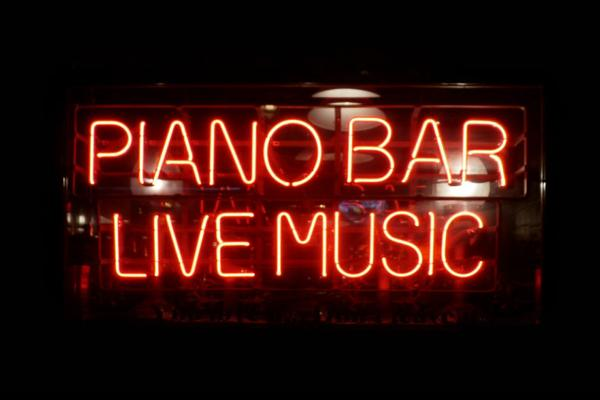 Pop-Up Piano Bar